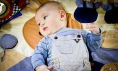 Découvrez les meilleurs jeux Montessori adaptés au développement de bébé. Découvrez aussi les meilleurs positions de jeux pour favoriser l'éveil de bébé.