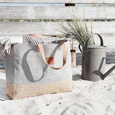 Zo'n dag was het  Wil jij ook fashionable het voorjaar en de zomer door?!? Bestel dan snel deze modieuze tas (ook verkrijgbaar in donkerblauw) www.sterrenhoudt.nl
