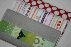 crazy mom quilts: gifts to create for Christmas 08 checkbook cover Sewing Hacks, Sewing Tutorials, Sewing Patterns, Sewing Ideas, Purse Patterns, Diy Wallet, Wallet Tutorial, Diy Tutorial, Fabric Crafts