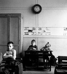 Robert Doisneau // Children - Le cadran scolaire 1956