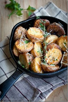 We all have our idea of perfect comfort food and to me potatoes are the ultimate comfort food. Originally being from Ukraine, we could eat potatoes for breakfast, lunch and dinner forever, and neve. Roasted Potato Recipes, Oven Roasted Potatoes, Veggie Recipes, Cooking Recipes, Healthy Recipes, Parmesan Potatoes, Garlic Parmesan, I Love Food, Good Food