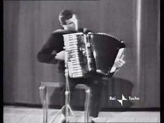 """Der italienische Akkordeonist Pino Di Modugno spielt im italienischen Fernsehen 1957 - also vor bald 60 Jahren - """"Moto Perpetuo"""" von Paganini, das dieser als virtuose Sonate eigentlich für Violine geschrieben hat. Ab etwa 1:00 beginnt die Musik!  Stichworte: #Accordion #Music #Video #Vintage #TV #Pagaini #Violine #Solo"""