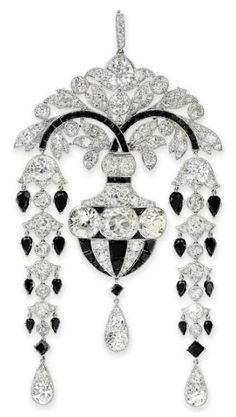 An Exquisite Art Deco Diamond and Onyx Pendant Brooch by CARTIER, of foliate design. Photo courtesy of Christie's Edwardian Jewelry, Antique Jewelry, Vintage Jewelry, Edwardian Era, Art Deco Jewelry, Fine Jewelry, Jewelry Design, Art Deco Colors, Bijoux Art Nouveau