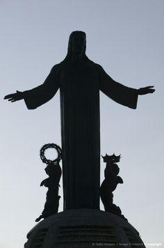 Mexico, Guanajuato State, Leon, mountain-top Sanctuary of Christo Rey, Christ statue silhouette
