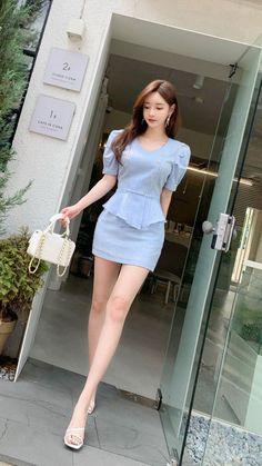 Korean Fashion Dress, Asian Fashion, Girl Fashion, Fashion Outfits, Beauty Full Girl, Beauty Women, Good Looking Women, Cute Skirts, Beautiful Asian Women