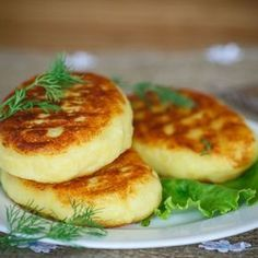 Galette de flocons d'avoine au fromage Oatmeal pancake with cheese flour oatmeal 150 g grated cheese 2 eggs 5 cl milk salt, pepper Vegetarian Recipes, Cooking Recipes, Healthy Recipes, Vegan Thermomix, Potato Cakes, Cheese Recipes, Cheese Food, Food Inspiration, Entrees