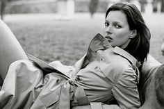 In the Trenches: Celebrity Trench Coats Through the Years - Kate Moss, 1999