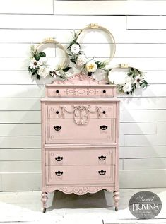 Shabby Chic home decor tips number 3059746761 to plan with for one really smashing, stunning decor. Simply stop by the easy shabby chic decor fun link right now for extra styling. Repurposed Furniture, Shabby Chic Furniture, Rustic Furniture, Vintage Furniture, Cool Furniture, Painted Furniture, Furniture Design, Furniture Ideas, Furniture Stores