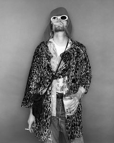 Kurt Cobain in 1993 by Jesse Frohman; Shot before MTV Unplugged session with Nirvana at the Omni Hotel in NYC Nirvana Kurt Cobain, Kurt Cobain Photos, Kurt Cobain Style, Beautiful Wife, Beautiful People, Heavy Metal, Nirvana Songs, Kurt And Courtney, Kurt Cobin
