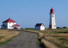 #Lighthouse - #Phare de l'Anse-à-la-Cabane - Phares - Attraits touristiques - Îles de la Madeleine pour des vacances et tourisme dans le Golfe du Saint-Laurent au Québec, #Canada