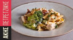 Light pasta with chicken and broccoli by Greek chef Akis Petretzikis. An exceptionally quick, easy, delicious and healthy pasta dish with chicken and broccoli. Chicken Penne Alfredo, Chicken Pasta Dishes, Healthy Pasta Dishes, Healthy Pastas, Chicken Broccoli, Healthy Recipes, Sweets Recipes, Yummy Recipes, Asparagus Pasta