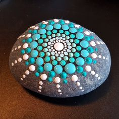 - Living a Creative World Dot Painting On Rocks, Mandala Painted Rocks, Rock Painting Patterns, Painted Rocks Craft, Rock Painting Ideas Easy, Dot Art Painting, Mandala Rocks, Mandala Painting, Pebble Painting