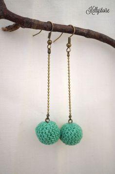 Boucles d'oreilles pendante perle au crochet.