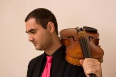 Juilliard alum, master viola and violinist, and Suzuki-certified teacher Aleksandr Nazaryan teaches live viola and violin lessons online at Lessonface.com.