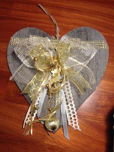 Cuore di legno con decori oro