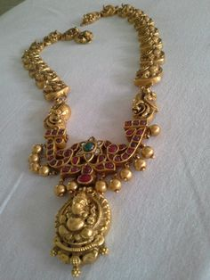Gold temple necklace with rubies and Ganesh pendant India Jewelry, Temple Jewellery, Emerald Jewelry, Silver Jewelry, Emerald Earrings, Chain Jewelry, Diamond Jewelry, Jewelry Necklaces, Bracelets