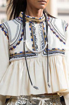 Défilé Isabel Marant Printemps-été 2016 Prêt-à-porter |  Bohemian chic, boho, tribal, accessories