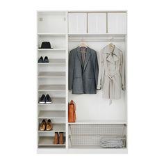 PAX Garderob med inredning IKEA 10 års garanti. Läs om villkoren i garantibroschyren. Perfekt där utrymmet är begränsat eftersom stommen är grund.