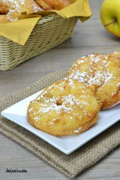 Le frittelle di mele sono un dolce molto semplice da realizzare ma che vi permetterà di portare in tavola qualcosa di veramente sfizioso ed invitante.