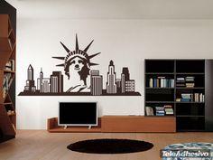 Nueva York es la ciudad más poblada del Estado de Nueva York, en los Estados Unidos de América. Muchos son los símbolos que representan a la mítica ciudad que nunca duerme. La Estatua de la Libertad y edificios emblemáticos como el Edificio Woolworth, Edificio Chrysler o el Edificio Seagram, entre otros. Un punto cosmopolita para decorar tu pared.