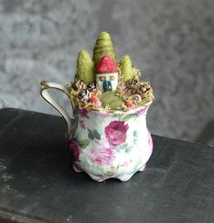 Tea cup Fairy garden! Oh my goodness this is so cute!