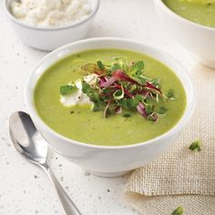 Crème de pois verts et tofu soyeux - Recettes - Cuisine et nutrition - Pratico Pratique Soup Recipes, Vegan Recipes, Tofu Soup, Tempeh, Edamame, Cheeseburger Chowder, Coco, Lunch, Ethnic Recipes