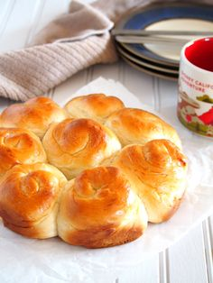 Milk bread are soft and fluffy rolls that is so versatile for pairing with your type of jam, spreads or even with just a plain cup of coffee.
