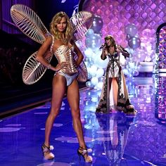 Hands up who's tuning into @Fox8TV for the #VSFashionShow tonight? emoji Talk about faux-glow inspo for your #TanThursday!  #ModelCoTan #KarlieKloss #TaylorSwift