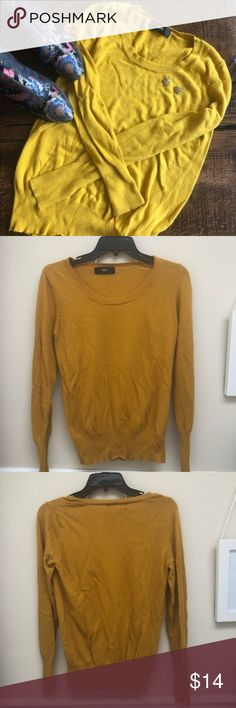 """MOSSIMO Mustard yellow pullover sweater S/M MOSSIMO Mustard yellow pullover sweater. Can't find the tag but can fit S/M. Incredibly soft! Just washed. Measurements: 26"""" length and 15"""" from pit to pit seams Mossimo Supply Co. Sweaters Crew & Scoop Necks"""