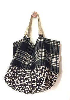 """Voici ce que je viens d'ajouter dans ma boutique #etsy : Petit sac réversible Recto-Verso """"Scottish"""" velours tapissier, lainages, anses en cuir, taille S, pièce unique"""