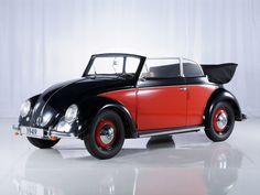 La Volkswagen Coccinelle Cabriolet 4 places Type 15 sort pour la première fois en 1949. La dernière Coccinelle décapotable sort des ateliers Karmann en janvier 1980. Au total, le nombre de cabriolets assemblés depuis le lancement du véhicule atteint plus de 330 000 unités.