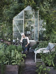 Scandinavian exterior design, Inspiration for vegetable garden allotment… Greenhouse Plans, Greenhouse Gardening, Greenhouse Frame, Small Greenhouse, Gardening Tools, Organic Gardening, Greenhouse Kitchen, Balcony Gardening, Kitchen Gardening