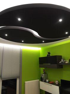 Foseado en forma de Yin Yang iluminado con dicroicas LED y tiras de LED