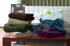 http://zh.clicrbs.com.br/rs/vida-e-estilo/casa-e-cia/noticia/2012/07/confira-dicas-de-como-aquecer-a-casa-para-receber-os-amigos-no-inverno-3813652.html = Lembre-se de deixar cobertores extras nos quartos. Pequenos mimos também são muito bem-vindos, como chinelos de quarto, confeccionados em pano, ideais para a hora de levantar e ir ao banheiro durante a madrugada. Além disso, uma roupa de cama com tons mais escuros, os terrosos são ideais, vestem o ambiente e convidam ao sono.