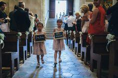 Reego Photographie - Un mariage pres de Cannes - France - La mariee aux pieds nus - She's coming! #wedding