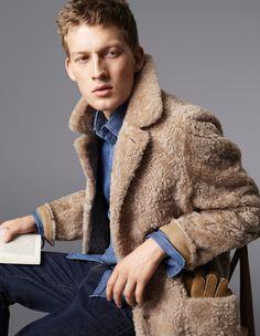 sherpa lined denim jacket men cigar Aaron Eckhart | Shearling ...