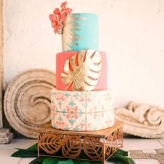 Palm Leaves and Tile Patterned Tropical Wedding Cake | Cake: Shazdeh Cakes | Photo: Cat Neumayr | Venue: Las Velas Houston | Design: Two Be Wed #bridesofhouston #wedding #weddinginspiration #cake