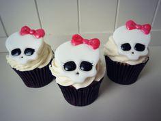 "How to make Monster High ""Skullette"" toppers • CakeJournal.com"