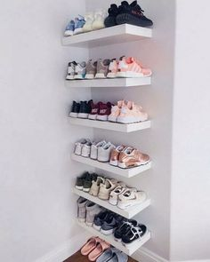 Sneaker Heaven 😍 Wie viele Sneaker habt ihr in eurer Sammlung? 👇🏼 Sneaker Heaven How many sneakers do you have in your collection? Sneaker Heaven How many sneakers do you have in your collection? Closet Shoe Storage, Small Closet Organization, Closet Shelves, Shoe Closet, Bedroom Storage, Organization Ideas, Bedroom Organization, Teen Closet, Master Closet