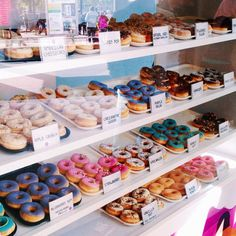 Find images and videos about food, sweet and yummy on We Heart It - the app to get lost in what you love. Bakery Decor, Bakery Cafe, Cute Food, I Love Food, Delicious Donuts, Yummy Food, Bakery Shop Design, Donut Shop, Food Goals