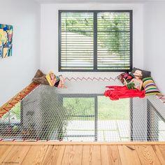 Hammock floor - an original relaxation space Indoor Hammock Bed, Hammock Netting, Small Space Interior Design, Home Interior Design, Design Patio, House Design, Design Design, Home Network, Filets
