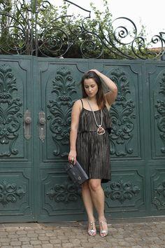 vestido-plissado-dourado-sandalia-prata-maxi-colar-drops-das-dez-laina-laine-4