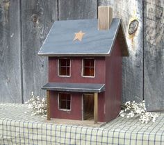 Prim Saltbox House...with a rusty star...Raystown Primitives.