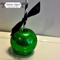GLITTER CANDY APPLES! Lovin these beauties by Autumn Lynn's Chocolate Sins!  I will be featuring these in upcoming shoots...stay tuned. #FavoriteThingsGiveaway