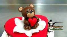 Anche se San Valentino è passato, non perdete occasione di ricordare quanto amate il vostro partner con le nostre torte personalizzate in pasta di zucchero... #pastadizucchero #cachedesign #semifreddo #ilpinguinocarpegna #torta #cibo #cibosano #pasticceria #gelato #gelateria #pasticceriaitaliana #pastry #pastrychef #dessert  #desserts #food #foods #sweet #sweets #dessertporn #cake #foodgasm #foodporn #delicious #foodforfoodies #instafood #chocolate #icecream #instafoodies