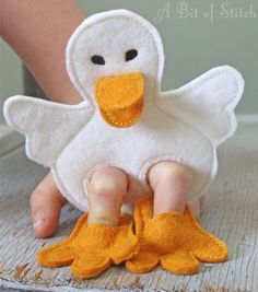 25 Ideas Diy Baby Sewing Toys Quiet Books For 2019 Felt Puppets, Felt Finger Puppets, Hand Puppets, Puppet Crafts, Felt Crafts, Sewing Toys, Baby Sewing, Diy For Kids, Crafts For Kids