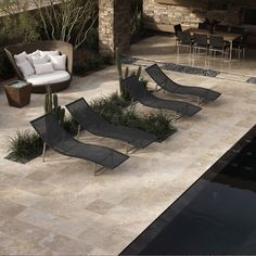 Agencement Cuisine : Details: The New American Home Photo features Honed Durango 16 x 16 Travertine on patio floor. Details: The New American Home Outdoor Tiles, Outdoor Spaces, Outdoor Living, Outdoor Decor, Natural Stone Pavers, Natural Stone Flooring, Patio Stone, Pool Paving, Pavers Patio