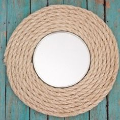 Upcycle an old mirror into brand new wall art using sisal rope and hot glue. This circle mirror got a make over and now has a fun nautical inspired feel. Rope Mirror, Diy Mirror, Mirror Ideas, Mirror Crafts, Rope Crafts, Diy Home Crafts, Diy Para A Casa, Sisal Rope, Diy Wall Art