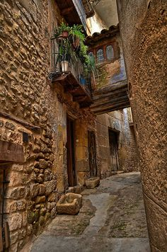 A Trip To Valderrobres, Teruel, Aragon, Spain - Viral Planet Places Around The World, Travel Around The World, Around The Worlds, Abandoned Houses, Abandoned Places, Beautiful Sites, Beautiful Places, Places To Travel, Places To See