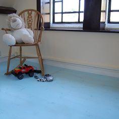 Rénovez votre vieux parquet sans ponçage avec notre peinture polyuréthane Parquet Color. Extrêmement résistante et idéal pour les chambre des petits et des grands !